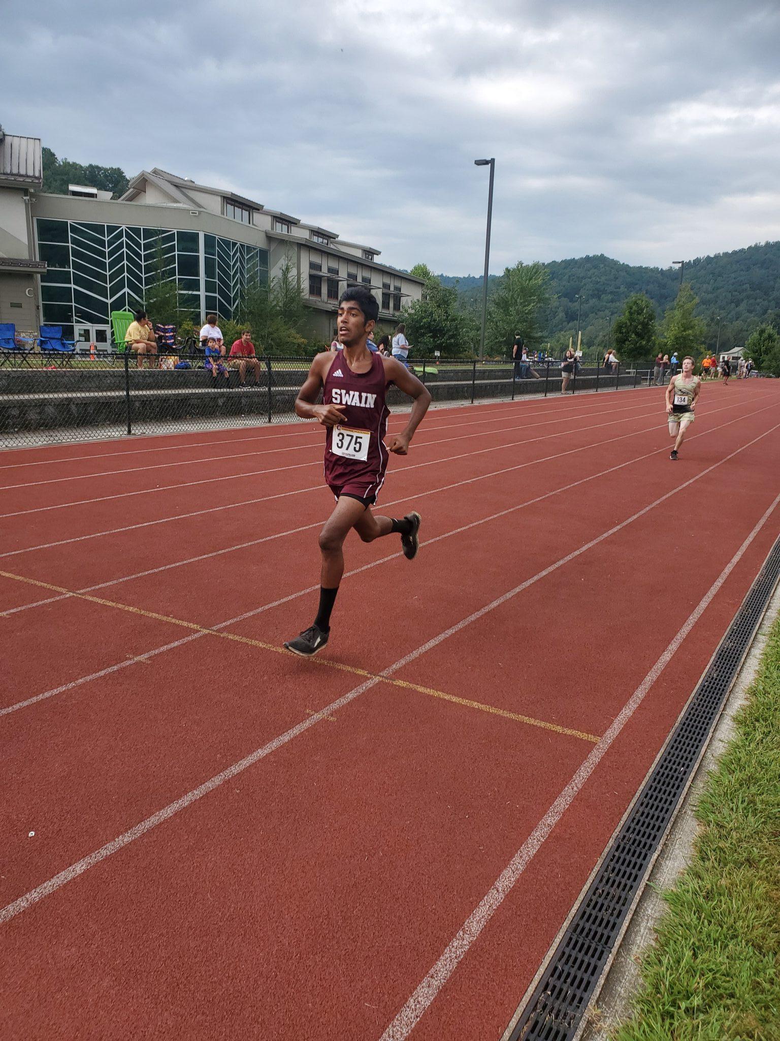 Maroon Devil Runners Compete at Cherokee